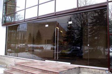 Стеклянные входные двери от производителя