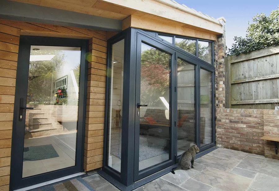 уличные металлические двери для частного дома со стеклом