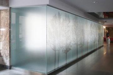 Стеклянные конструкции с подсветкой
